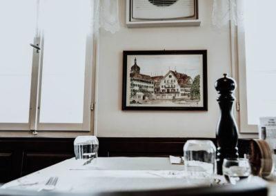 restaurant_gedeckter_tisch_bild_falken